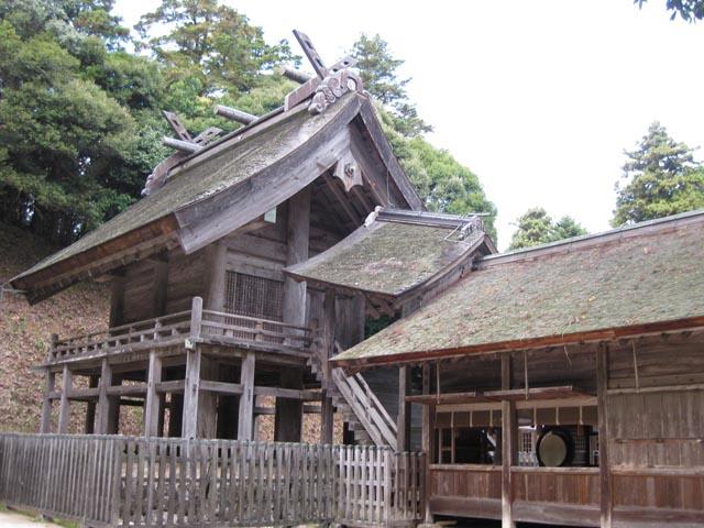 神魂神社拝殿左から 神魂神社拝殿左から 神魂神社拝殿と境内 神魂神社にある洞穴 神魂神社稲...